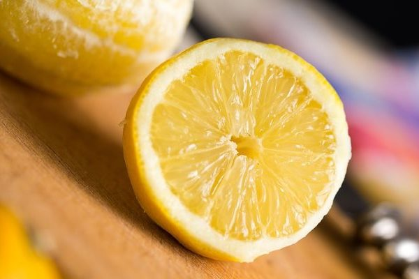 The uses of lemon at cosmetics